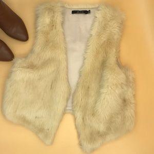 Cropped Faux Fur Ark & Co Vest in Cream